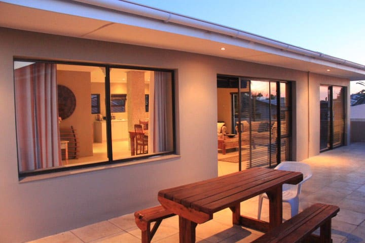 Tranquil & comfortable, 50m from the beach - Cape Town