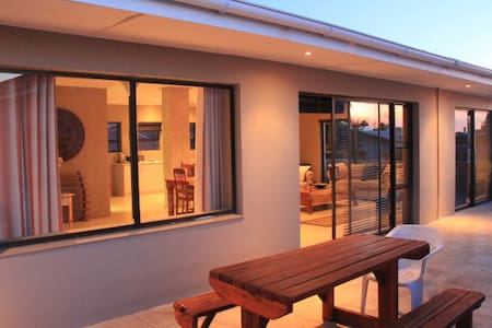 Tranquil & comfortable, 50m from the beach - Cape Town - Apartmen