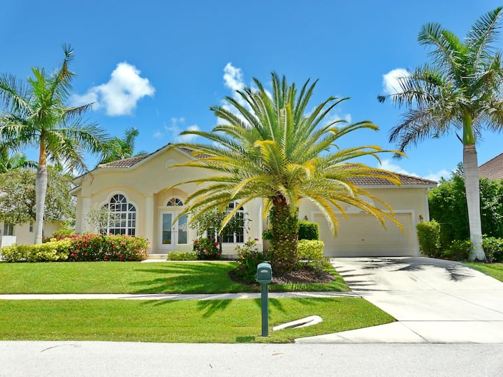 Newer built waterfront house w/ heated pool & short walk to Shops of Marco