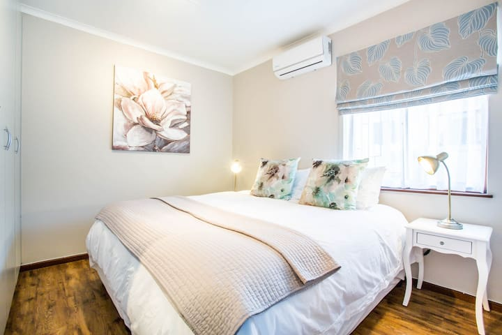 Out of Bounds - Stylish & fully equipped Apartment