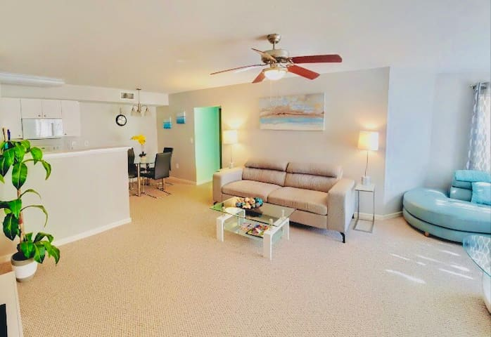 Beatiful Condo in a Lovely Resort Style Community