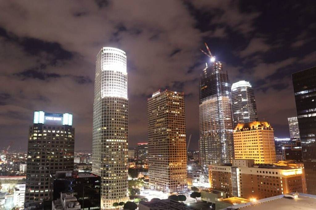 luxury high rise dtla 5 star suite pool apartments for rent in los angeles california. Black Bedroom Furniture Sets. Home Design Ideas
