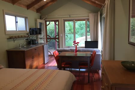 Cosy Echo Point Cabin - 1 night stay available. - Katoomba