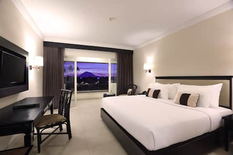Deluxe Luxury Stay at Bunaken with a View