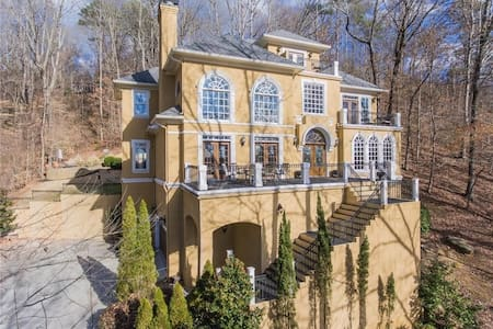 Mansion on Chattahoochee River - Roswell - Talo