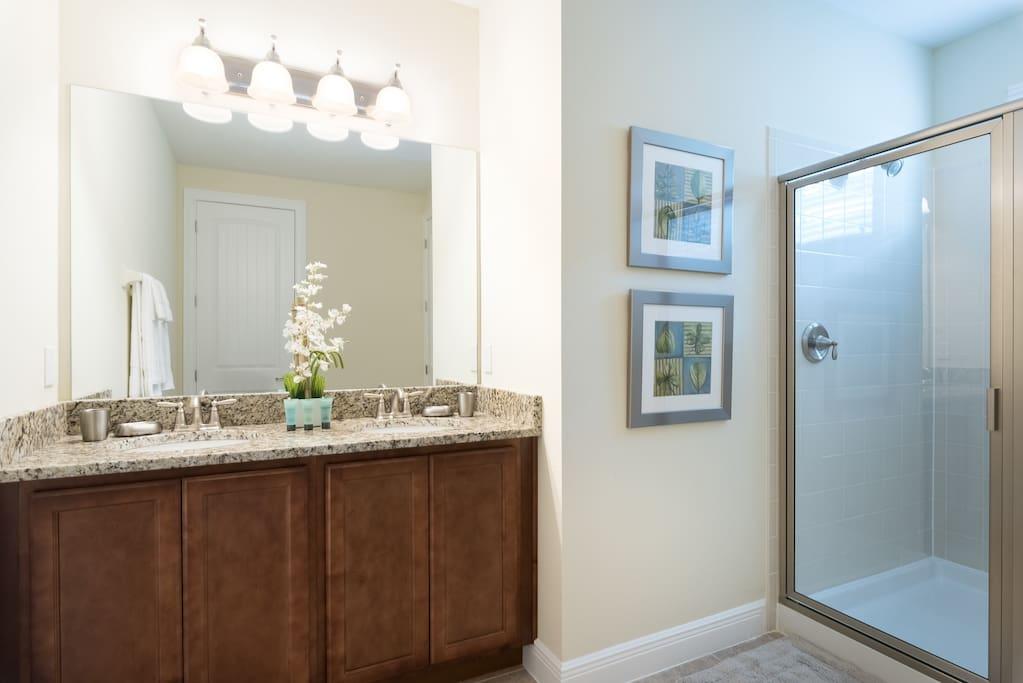 Sweet Home Vacation Rental Homes: 8 Bedrooms Pool Villa The Encore Club #5 (Bathroom)