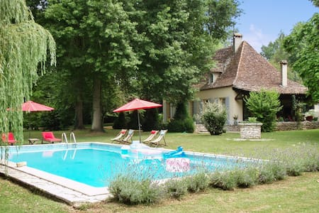 House with pool, park, and river - Bergerac - House