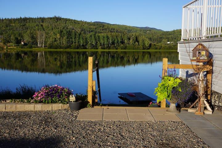 Lakefront Hideaway