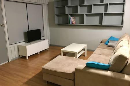 Freshly renovated unit - Keiraville - 一軒家