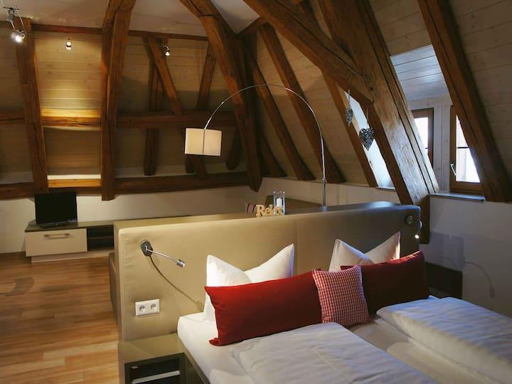 Schloss Helmsdorf OHG, (Immenstaad am Bodensee), Apartment No. 12, 72qm, 1 Schlafzimmer, 1 Wohn-/Schlafraum, max. 4 Personen