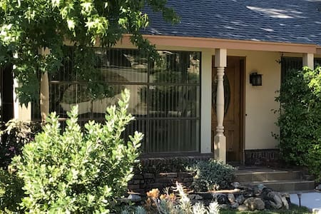 Quiet  Location near mountains with Yard Acess - Altadena