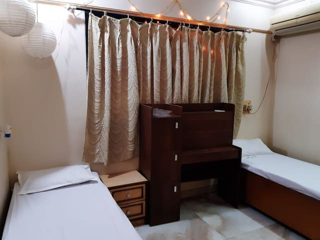 For Females only Cozy bedroom nr Mumbai Airport