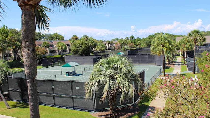 1 BR, 2nd Floor Villa! Tennis Views! Amenity Cards! Walk to Lake House!