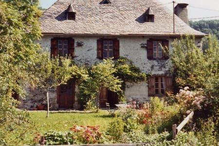 Gîte Poutore - charmante maison en montagne - Saint-Jean-du-Castillonnais