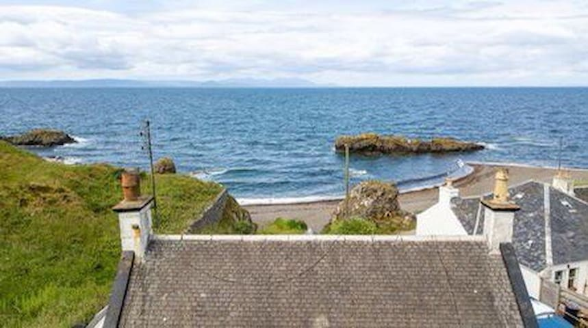 Beautiful cottage on the  beach,  great sea views!