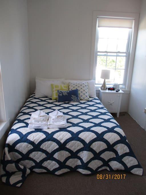 Petite Queen Room