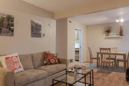 Home Away Cozy Bedroom; Walk to Goog & Kirkland DT - Kirkland