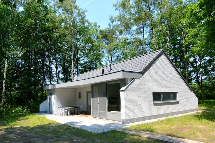 Detached bungalow with cycle hire on a small nature-filled holiday park