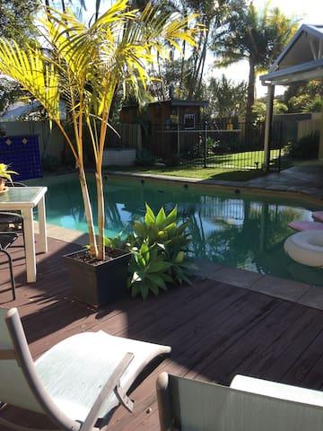 Relaxing/private home close to the beach. - Peregian Springs - Rumah