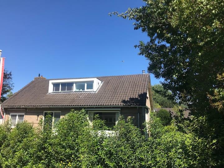 Mooi familie huis in groen en waterrijke omgeving