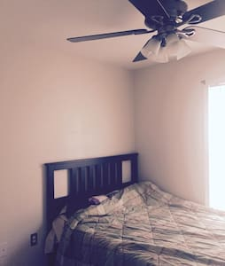 Comfortable queen bed - Ház