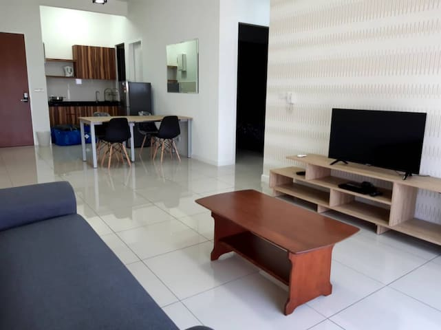 Cozy & Affordable Stay in Puchong--KL by Rina