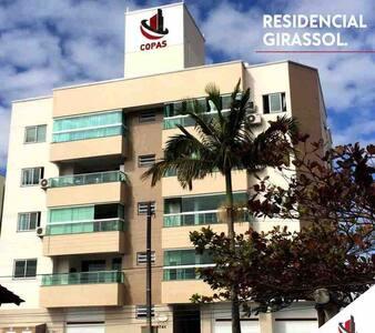 Apartamento Próx. ao Mar e ao Parque Beto Carrero