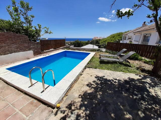 Casa con piscina privada y chimenea