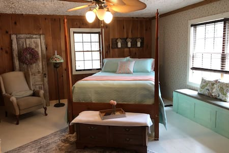 Cottage in the Woods -B&B Suite #2
