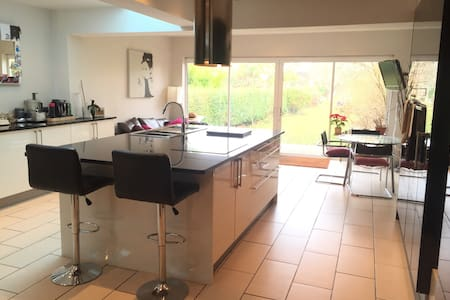Large double bedroom in modern house - Bristol - Talo