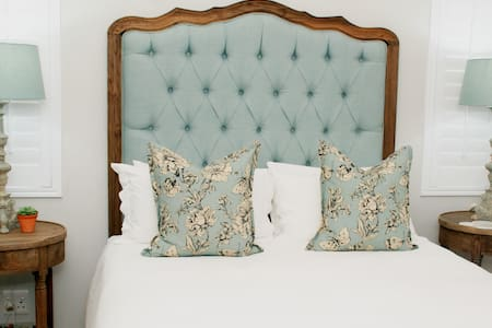 BOUTIQUE ROOM 1 lush luxurious cosy Spoil yourself