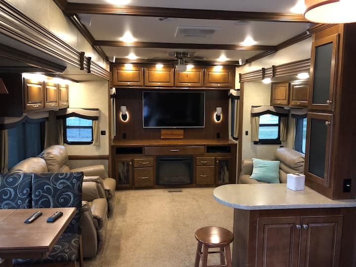 Spacious Luxury 5th wheel retreat
