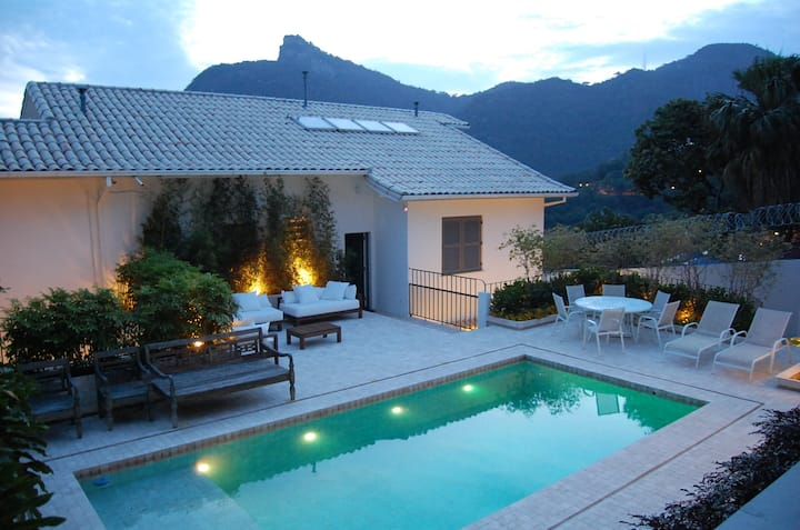 Beautiful house with view in Rio. Entire HouseOnly