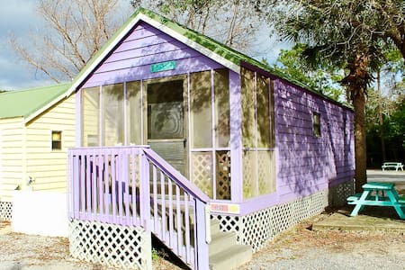 TINY HOME SLEEPS 6/B57 Pet Friendly