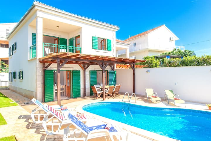 Beautiful villa with spacious terrace and private swimming pool, on the Croatian island of Hvar