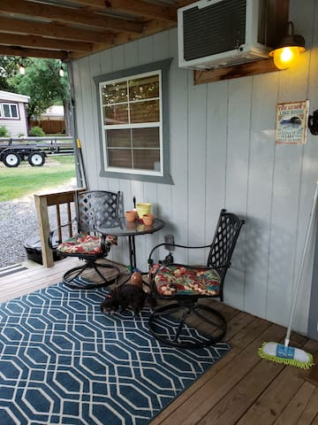 Gumm Rustic Cabin - Waterfront on Lake Tawakoni