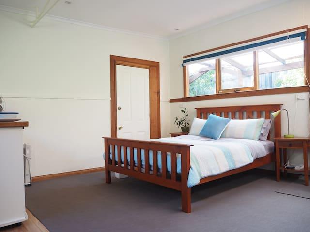 Mellifont Lodge - studio retreat near North Hobart