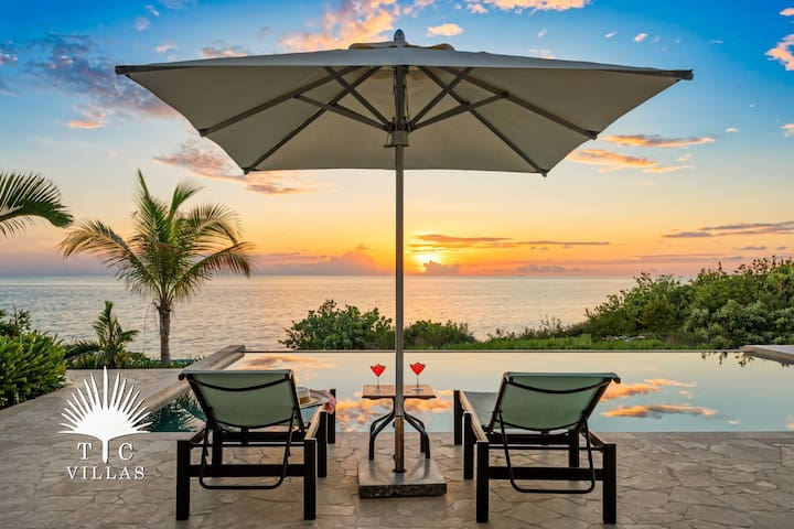Miami Vice One, Oceanfront Romantic Getaway with Unforgettable Sea Views