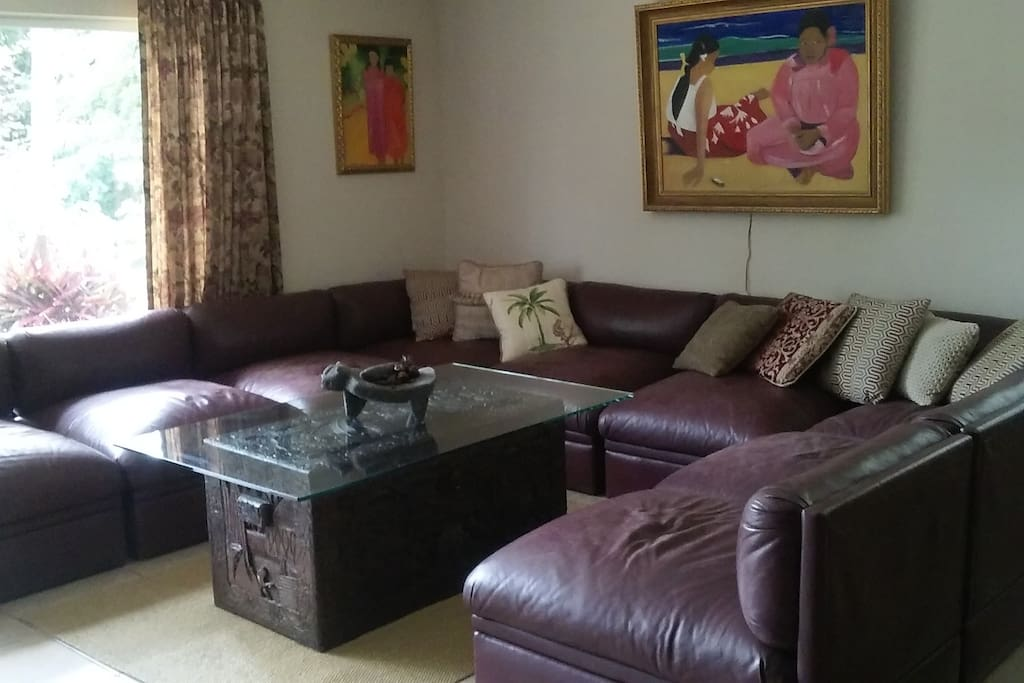 A very comfy and spacious living room