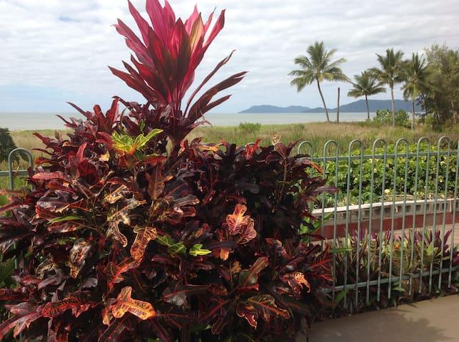 Cairns Beach House - Holloways Beach - Huis