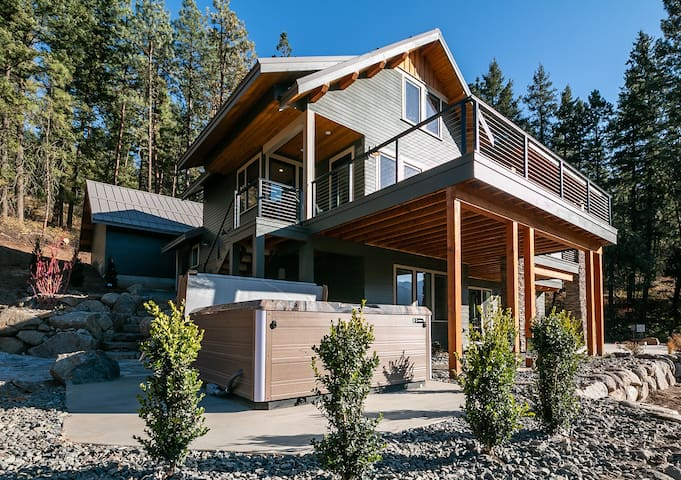 BRAND NEW LODGE! Close to Leavenworth and amenities galore- Lookout Lodge-4 Bedroom, 5 Bathroom