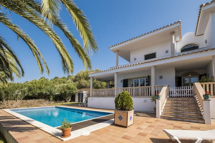 Mediterranean, Luxurious Villa with Wi-Fi, Air Conditioning, Pool, Garden and Sun Terrace