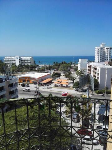 Ubicado a pocas cuadras de la playa, centro comercial Arrecifes