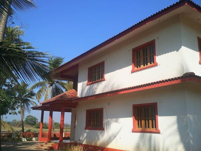 Eco Non A.c. Rooms - Saligao - Bed & Breakfast