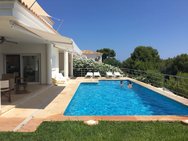 Beautiful villa 4rooms 3bathr. swimm.p tennis club - Es Mercadal