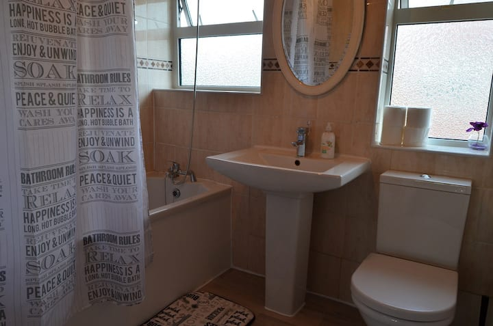 DY54-7 · Cosy Double Room in Great Area