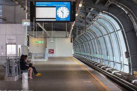 BKK MRT Airport link asoke biz area high flr clean