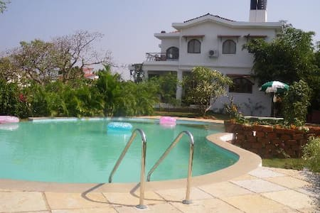 Quiet and peaceful pool view 1BR @ Bogmalo - Dabolim