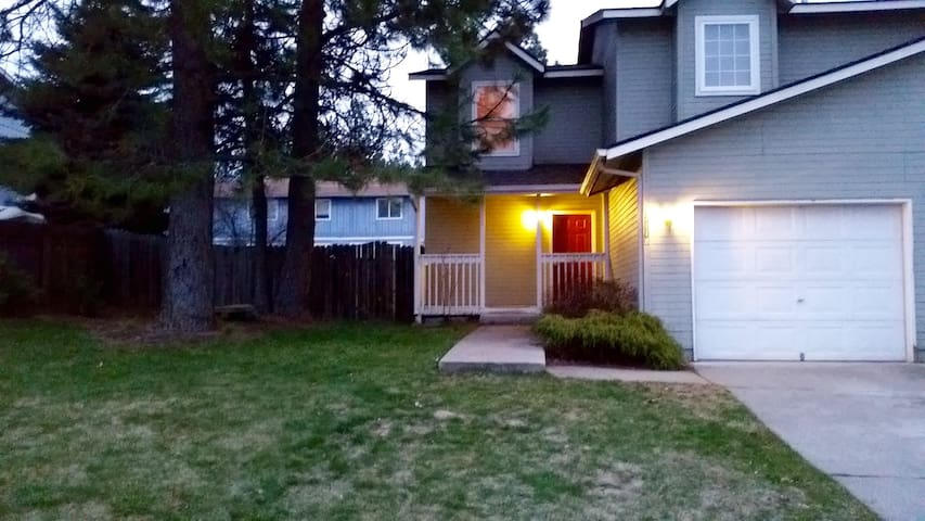 Comfy, Cozy and Close to Downtown! - Coeur d'Alene - Appartement