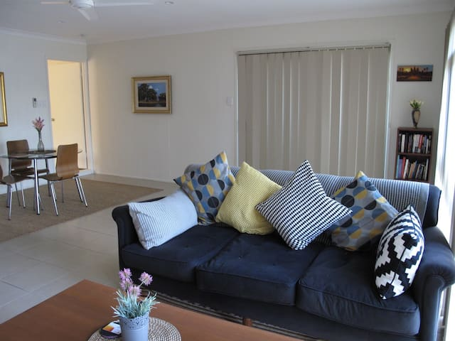 Self Contained Granny Flat - Burleigh Waters - Casa